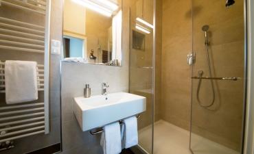 Bad mit Dusche WC